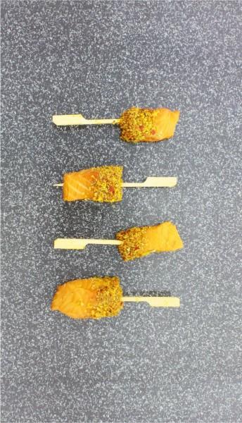Lachslollies ohne Haut geräuchert in Würzmix