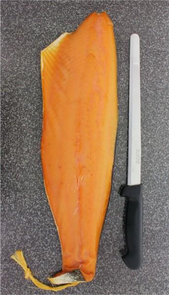 Räucherlachs im Geschenkkarton mit Messer